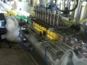 plniaci stroj šampónov s automatickým plnením dýz